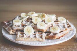 Sobotnie śniadanie – bananowe gofry z cynamonem