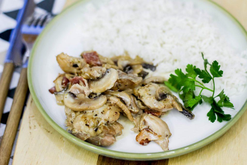 Kurczak w sosie śmietanowo pieczarkowym