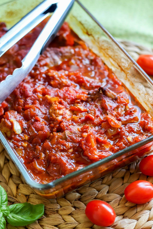 Pieczona karkówka w sosie pomidorowym