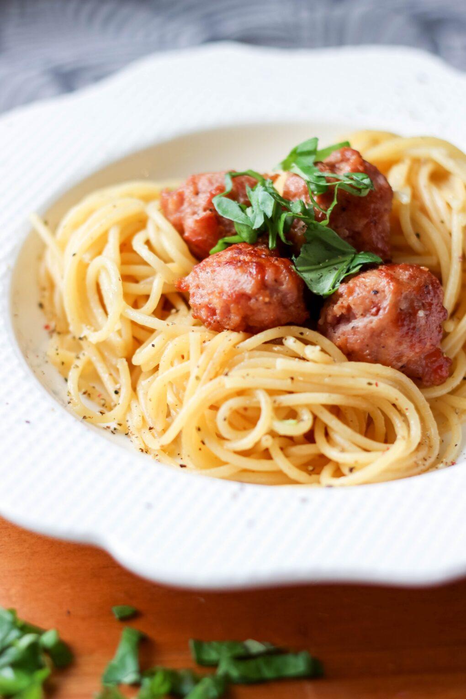 Spaghetti z klopsikami z białej kiełbasy