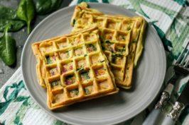 Gofry ze szpinakiem i salami – czyli omlet w nowej odsłonie